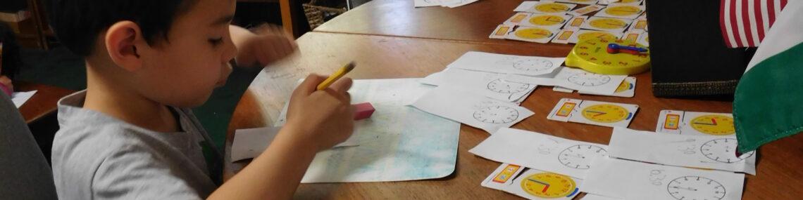 children showing the difference of montessori kindergarten