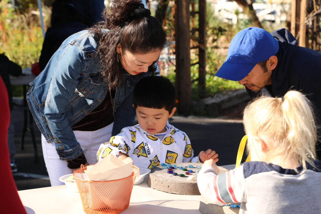 Parents with preschooler teaching resilience in children